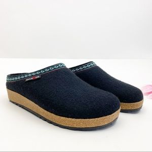 Haflinger GZ Classic Grizzly Wool Clog: Black